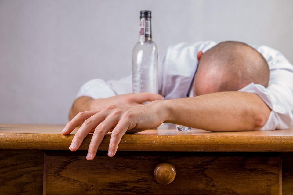 alcohol-428392_960_720.jpg
